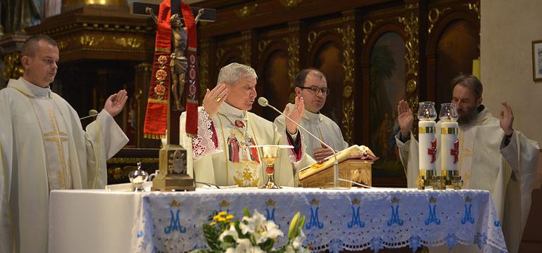 Biskup kaliski Edward Janiak modlił się u św. Józefa